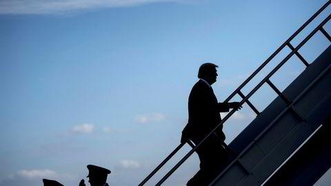 USAs president Donald Trump går om bord i Air Force One på Indianapolis Internasjonale flyplass onsdag kveld.