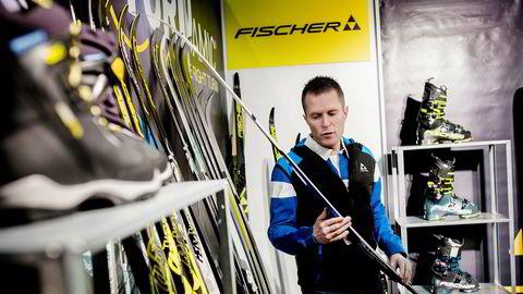 – Skisalget er ekstremt bra i år, sier Finor-selger Ole Henrik Robarth på Fischers stand på Norspomessen.