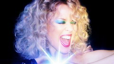 Kylie Minogue priser discoens tidløse gleder på et nytt album og et stort digitalt danse-arrangement denne lørdagen.