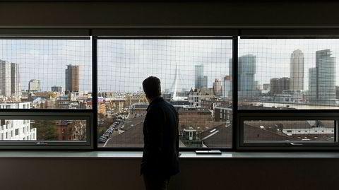 Skyline. Rotterdam-arkitekten Nanne de Ru betrakter byen han bor og arbeider i – og De Rotterdam, gigantbygningen konkurrenten OMA har tegnet – fra kontoret sitt høyt oppe i etasjene.