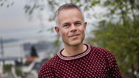 Tore Renberg styrer fint unna klisjeene i sin nye roman om Tollak, en taus og mollstemt mann som bærer på et stort mørke.