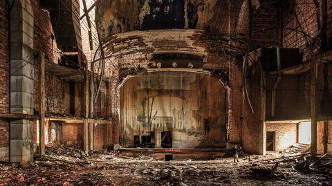 The end. Teppet gikk ned for kinoen Palace Theater i Gary, Indiana allerede i 1972, etter år med forfall.