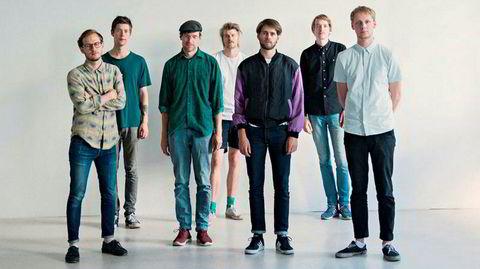 Megalodon Collective med omfangsrik musikk, fra venstre Martin Myhre Olsen (sax), Karl Bjorå (gitar), Aaron Mandelmann (bass), Petter Kraft (sax), Henrik Lødøen (trommer), Andreas Winther (trommer), Karl Hjalmar Nyberg (sax).