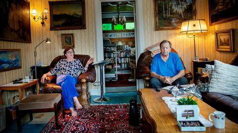 Inger Thronsen og mannen Steinar Thronsen har sittet i flere år og ventet på at staten skal komme med et bud på huset deres.