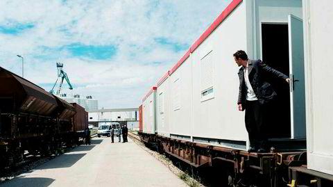 «Transit» byr på ettertenksom spenning og eksistensiell analyse i en vakker og mørk filmatisk ramme.