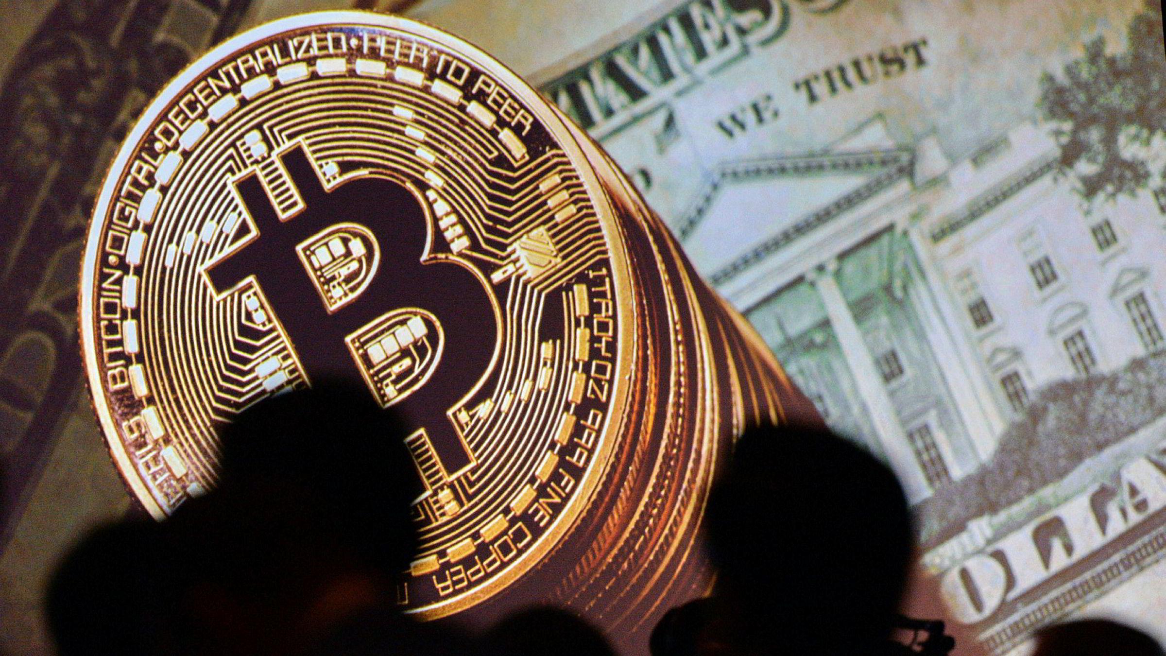 Ekspertene strides mens bitcoin-feberen raser.