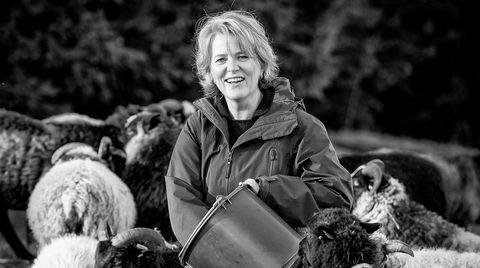 Benedicte Schilbred Fasmer går fra Fremtind forsikring til rollen som ny toppsjef i Sparebank 1 SR-Bank. Her er hun fotografert hjemme på gården på Alvøen.