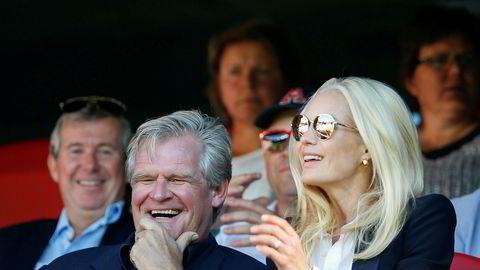 Tor Olav Trøim sammen med sine kone Celina Midelfart på eliteseriekamp mellom Vålerenga-Brann. Vålerenga vant selvsagt.