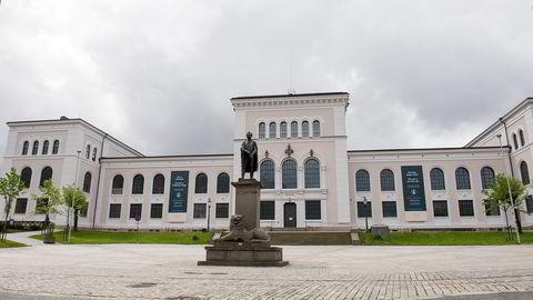 Bakgrunnen for oppsigelsen av et av Forskerforbundets medlemmer ved Universitetet i Bergen er anklager om «upassende oppførsel».