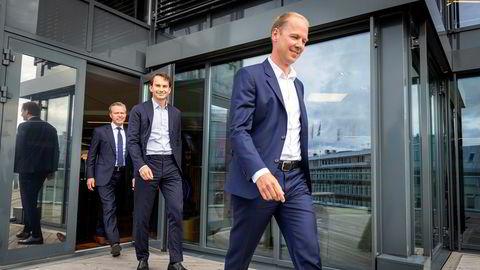Seniorpartner Erlend Basmo Ellingsen (midten) i Hitecvision er klar for å investere 30 milliarder kroner i nye fornybarprosjekter. Nå har han fått med seg finansnestoren Ove Gusevik (bakerst) og Statkrafts konserndirektør Jon Vatnaland på laget.