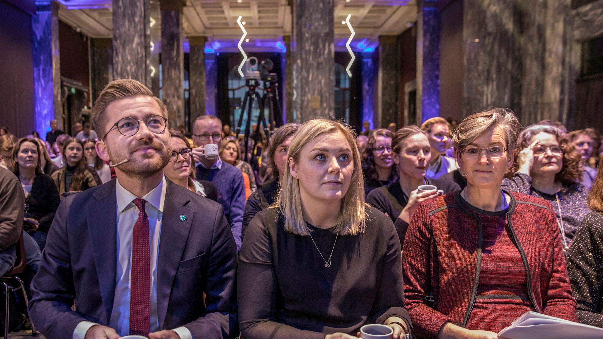Når partene forventer mindre uenighet i fremtiden, vil de lettere kunne innføre den beste politikken nå. Klima- og miljøminister Sveinung Rotevatn (V) og olje- og energiminister Tina Bru (H) fikk presentert rapporten Klimakur 2030 i slutten av januar Til høyre miljødirektør Ellen Hambro.