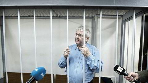 Spionsiktede Frode Berg virker sjokkert over konsekvensen av det han har drevet med, han risikerer 20 års fengsel. Det virker jo som briefingen han har fått i Norge ikke har vært all verden. Få land ser mildt på spioner.