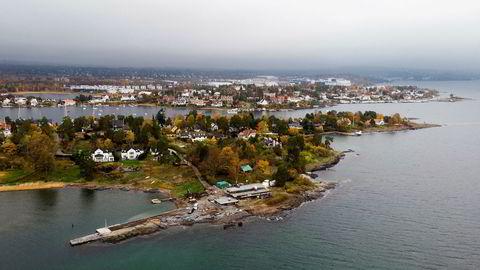 Ivar Tollefsen kjøpte sin første tomt ved Lortbukta på Snarøya i 2004. Bildet ble tatt i 2018. Senere er huset han i flere år er jobbet med å oppføre blitt klart. Nå har Tollefsen i tillegg kjøpt nabotomten på nær ett mål, men har ingen planer om å bygge på den.