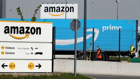 Amazons logistikksenter i Lauwin-Planque, nord i Frankrike. Hvis selskapet etablerer seg i Norge, er det grunn til bekymring for Amazons forretningsmodell, mener artikkelforfatterne.