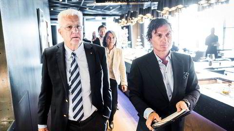 Hurtigruten er eid av det britiske oppkjøpsfondet TDR Capital, Trygve Hegnar (til venstre), Petter Stordalen og ansatte. Både Hegnar og Stordalen sitter i konsernstyret, her fotografert i 2014 da britene kom inn som eiere i Hurtigruten. – Jeg har ingen kommentar til slike spekulasjoner om skyld og ansvar, skriver styreleder Trygve Hegnar.