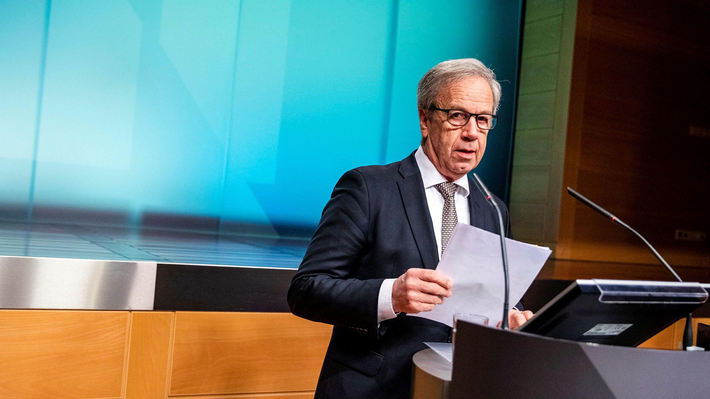 Norges Bank har satt ned renten to ganger på grunn av koronakrisen. Bør sentralbanksjef Øystein Olsen få lov til også å dele ut gratispenger til staten?