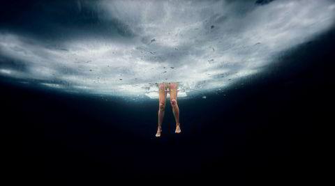 Isbryter. Sørafrikanske Amber Fillary, fersk verdensrekordholder i undervannssvømming under is, «vil bare være i vannet», året gjennom. Hun er på en måte ikke alene, heller: Interessen for isbading har vokst i Norge.