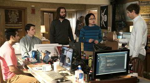 Anna Wiener forteller fra samme tidsepoke og miljø som HBO-serien «Silicon Valley», og gir et sårt tiltrengt kvinnelig innblikk i den testosteronfylte techbransjen.