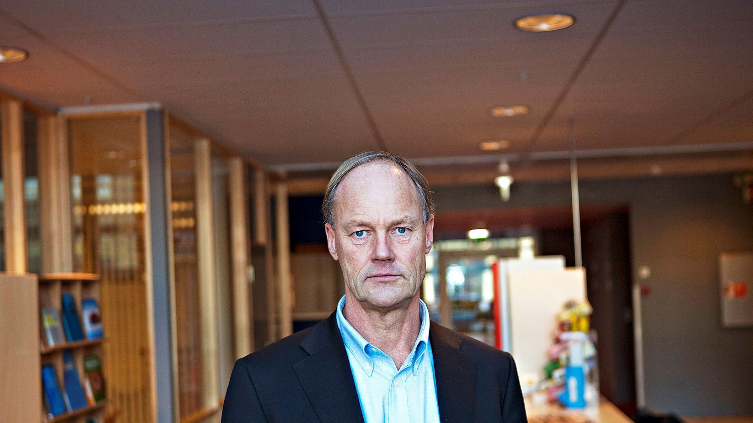 Professor Petter Gottschalk ved Institutt for ledelse og organisasjon ved BI reagerer på Jo Lunders erstatningskrav.