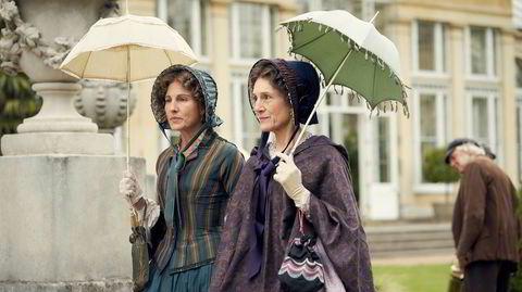 En ukjent ung mann ankommer Londons fasjonable Belgravia rundt 1840 og skaper sosiale utfordringer for grevinnen av Brockenhurst (Harriet Walter) og den nyrike Anne Trenchard (Tamsin Greig).
