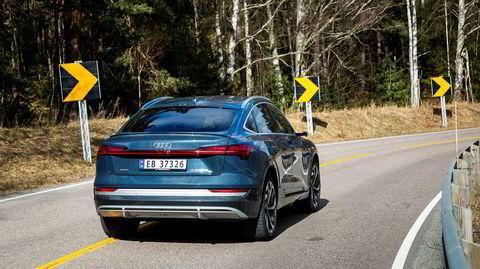 Solide kjøreegenskaper er et av fortrinnene til Audi E-tron. Nå kommer den også med en rundere bakende i Sportback-versjonen.