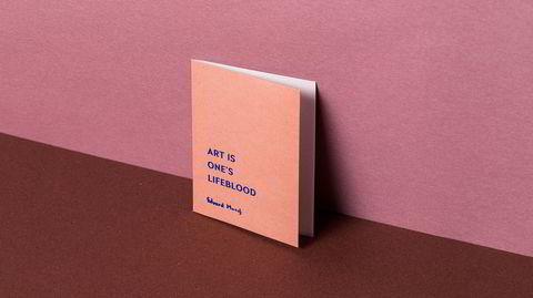 I dagbøkene. Darling Clementine fant sitater fra Edvard Munchs memoarer, som finnes i arkivet på Munchmuseet, og satt dem på de nye kortene – oversatt til engelsk, selvfølgelig.