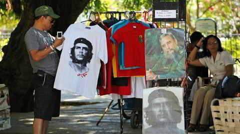 Symbolikk. Det finnes tilstrekkelig overlapp mellom kommunismen og nazismen til at fremstillingen av en leder fra den cubanske revolusjonen kan sidestilles med nazisymbolikk.