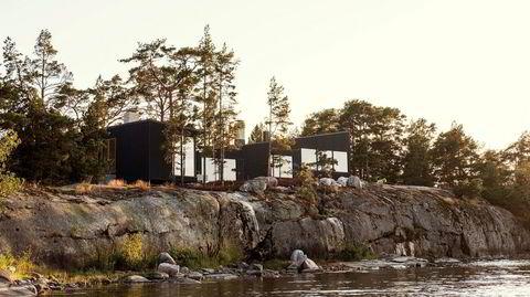 I bruk. Advokaten som eier Villa Amalia bor med familien i utlandet, men reiser til den finske skjærgården så ofte han kan, selv om vinteren. Han vil også leie ut stedet, for å bidra til aktivitet i lokalsamfunnet