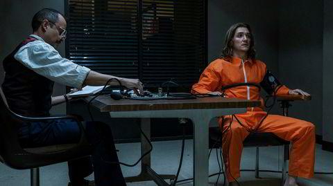 «Interrogation» dramatiserer et drap i California i 1983 og den påfølgende etterforskningen. Her forhører etterforskeren Dave Russell (Peter Sarsgaard, t.v.) den drapsdømte Eric Fisher (Kyle Gallner).