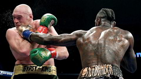 Slagkraftige. Deontay Wilder og Tyson Fury er begge ubeseiret som profesjonelle, frem til de bokset til uavgjort i desember 2018. Denne helgen møtes de igjen.