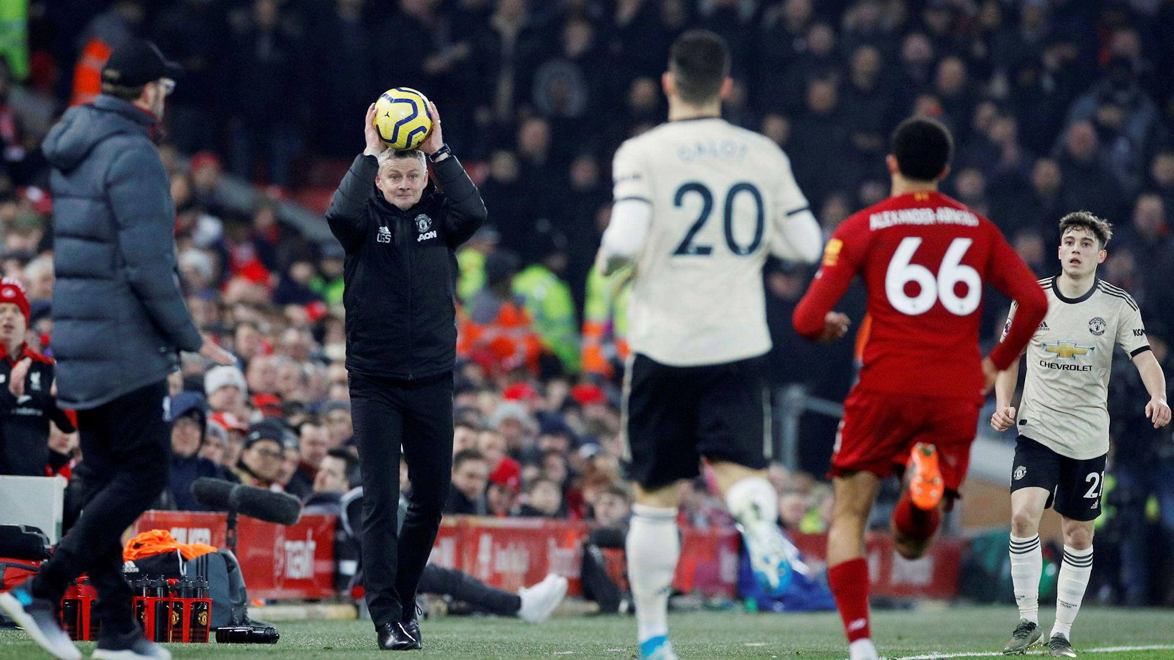 Rivaloppgjøret mellom Liverpool FC og Manchester United trakk 157.000 norske seere til TV 2s lineære tv-kanal alene for en drøy uke siden. Kampen om disse seerne begynner i dag.
