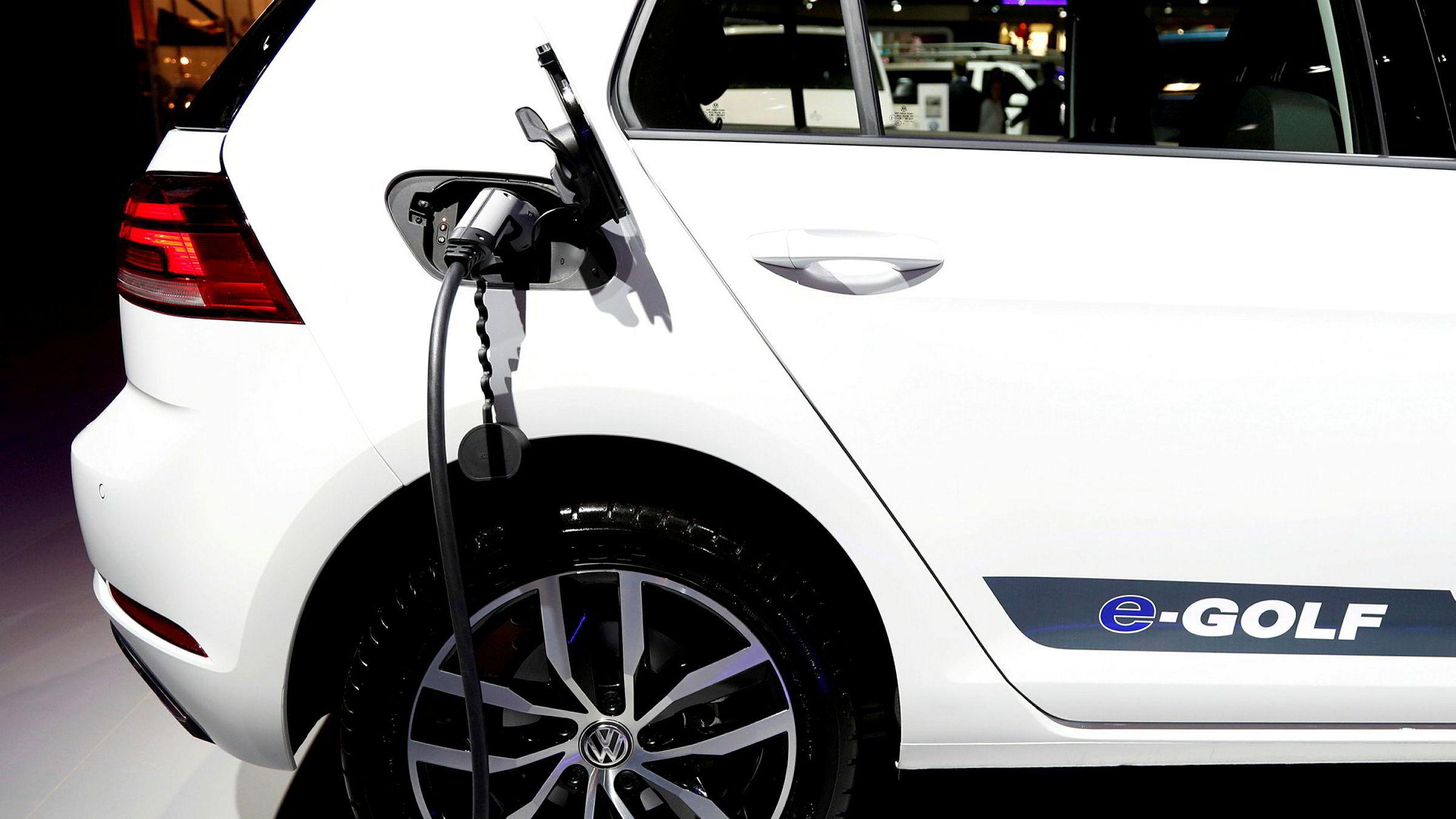 Volkswagen Golf troner nok en gang på toppen av den norske registreringsstatistikken i november, der det hovedsaklig er den elektriske versjonen E-Golf som drar lasset.