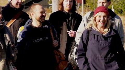 Ikke lov å le på hytta, med humorprofiler som Linn Skåber (til høyre), John Brungot (til venstre) og Morten Ramm, Vegar Tryggeseid, Bernt Hulsker og Annika Momrak (bak fra høyre) satte nye VG-rekorder.