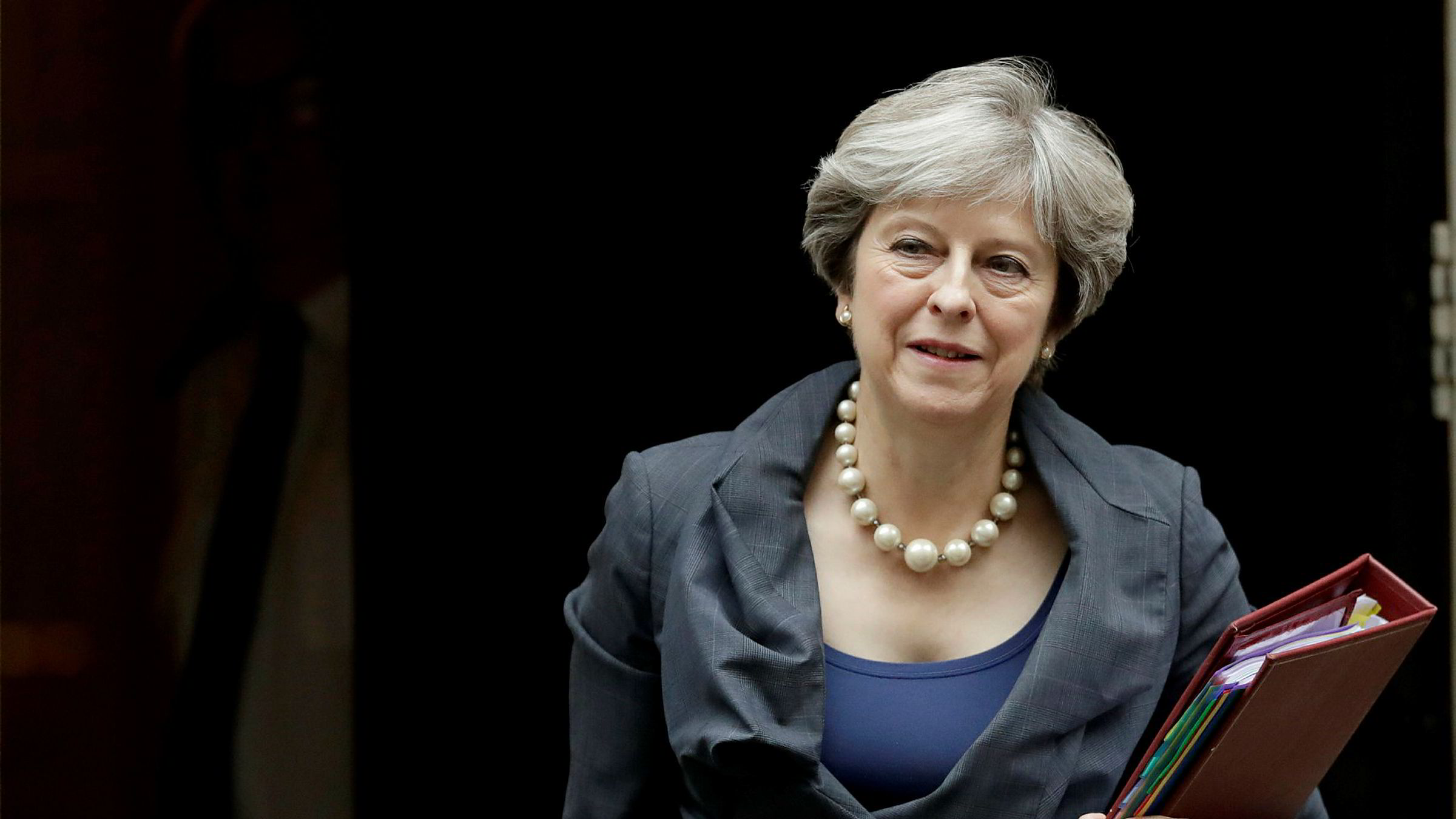 Britenes formue er ikke verd så mye som tidligere antatt. Her statsminister Theresa May.