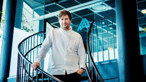 – Det er ikke mulig å drive en restaurant i verdensklasse og ha som målsetning at man skal tjene seg rik, sier Esben Holmboe Bang, kjøkkensjef på Maaemo.