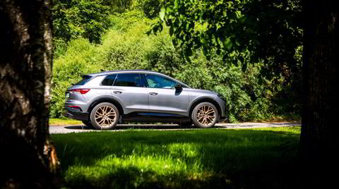 Umiskjennelig Audi-form på Q4 E-tron. Legg merke til de bronsefargede felgene.