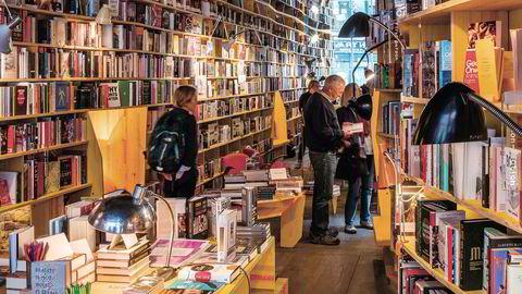 Gammeldags jakt. Den enkle gleden ved å finne en bok uten hjelp fra algoritmer er med å holde liv i de fysiske bokhandlene, ifølge trendanalytiker Lucy Johnston. Libreria i London åpnet i 2016.