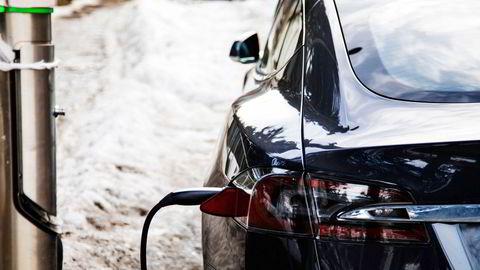 SV følger etter Ap og foreslår moms på de dyreste elbilene i partiets utkast til nytt stortingsprogram. Teslas Model S er blant bilene som vil bli ilagt moms, hvis forslaget går gjennom.