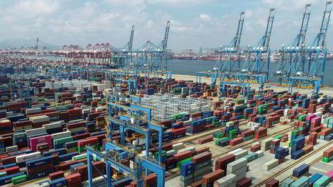 Den kinesiske eksportveksten har ikke vært høyere siden i fjor vinter. Her fra containerhavnen i Qingdao