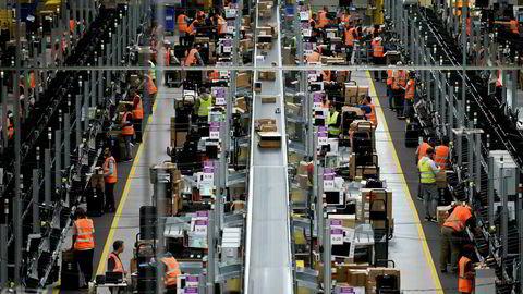 I Tyskland og Storbritannia anslås det at Amazon har en markedsandel på over 30 prosent av netthandelen, skriver Michael Jacobs. Bildet er fra Amazons lager i Dortmund i Tyskland.