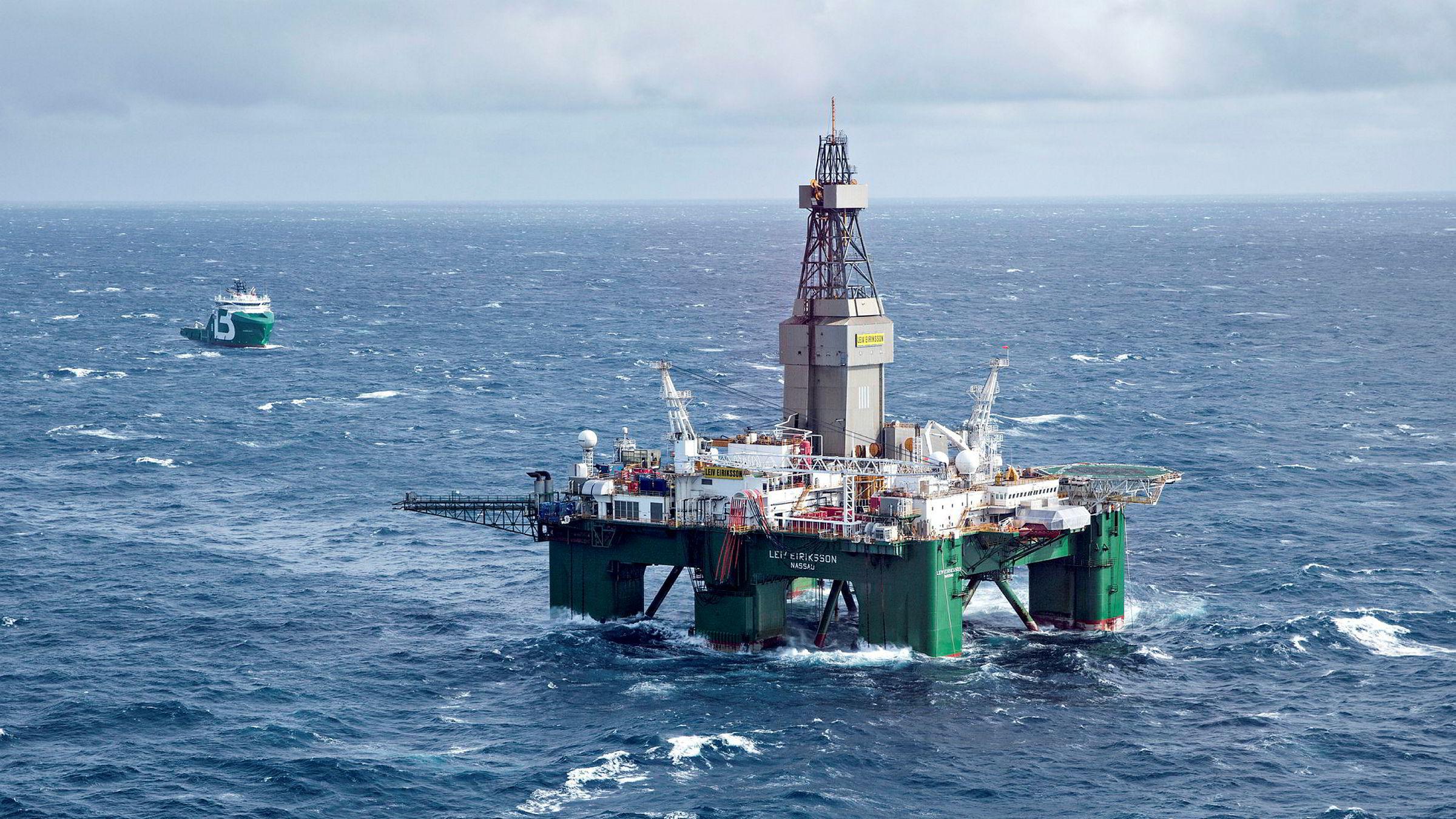 Klimatenketanken Oil Change Internationalkonkluderer i en rapport med at Norges oljeplaner bryter med Parisavtalen. Bildet viser boreriggen Leiv Eriksson mens den driver avgrensingsboring for Lundin på Altafunnet i Barentshavet.