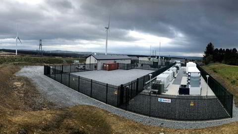 Statkraft bygger ut vindkraft i Irland og tester nå ut denne batteriparken. Batteriet på 11 MW er Irlands første i sitt slag og er bygget ved transformatorstasjonen til Kilathmoy Wind Farm.