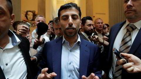Energiministeren i De forente arabiske emirater, Suhail Mohamed Al Mazrouei, ankommer sitt hotell i Wien i forkant av Opec-møtet fredag.