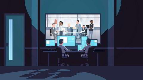 Profesjonelle innsidere kan jobbe bevisst med å utnytte svakheter på innsiden av virksomheten og å dele eller selge informasjonen videre.