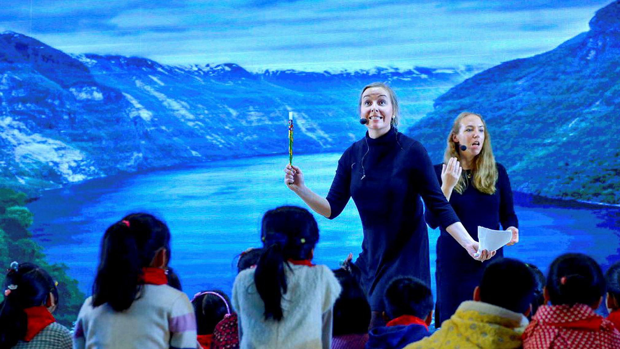 Jeg er Emma, den plagsomme, sier Emma Hallstrøm (til venstre), som fredag ble kåret som vinner av Talentjakten 2016.