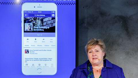 Statsminister Erna Solberg (H) åpnet i 2016 Facebooks kontor i Oslo.  I ettertid blir Solbergs deltagelse på åpningen ofte referert til, med undring, skriver artikkelforfatteren.
