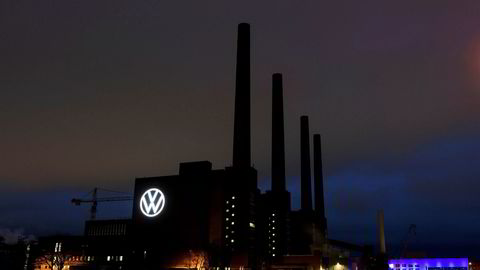 Bilbransjen er blitt hardt rammet av koronaviruset. Salget av Volkswagen-biler har stoppet helt opp.