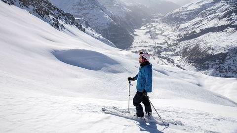 Fra denne knausen kjørte jeg på tvers av fjellsiden i retning nedover dalen. Midt i fjellsiden løsnet snøen og begynte å skli som et gigantisk teppe. Nede på flaten ble jeg levende begravd halvannen meter under snøen.