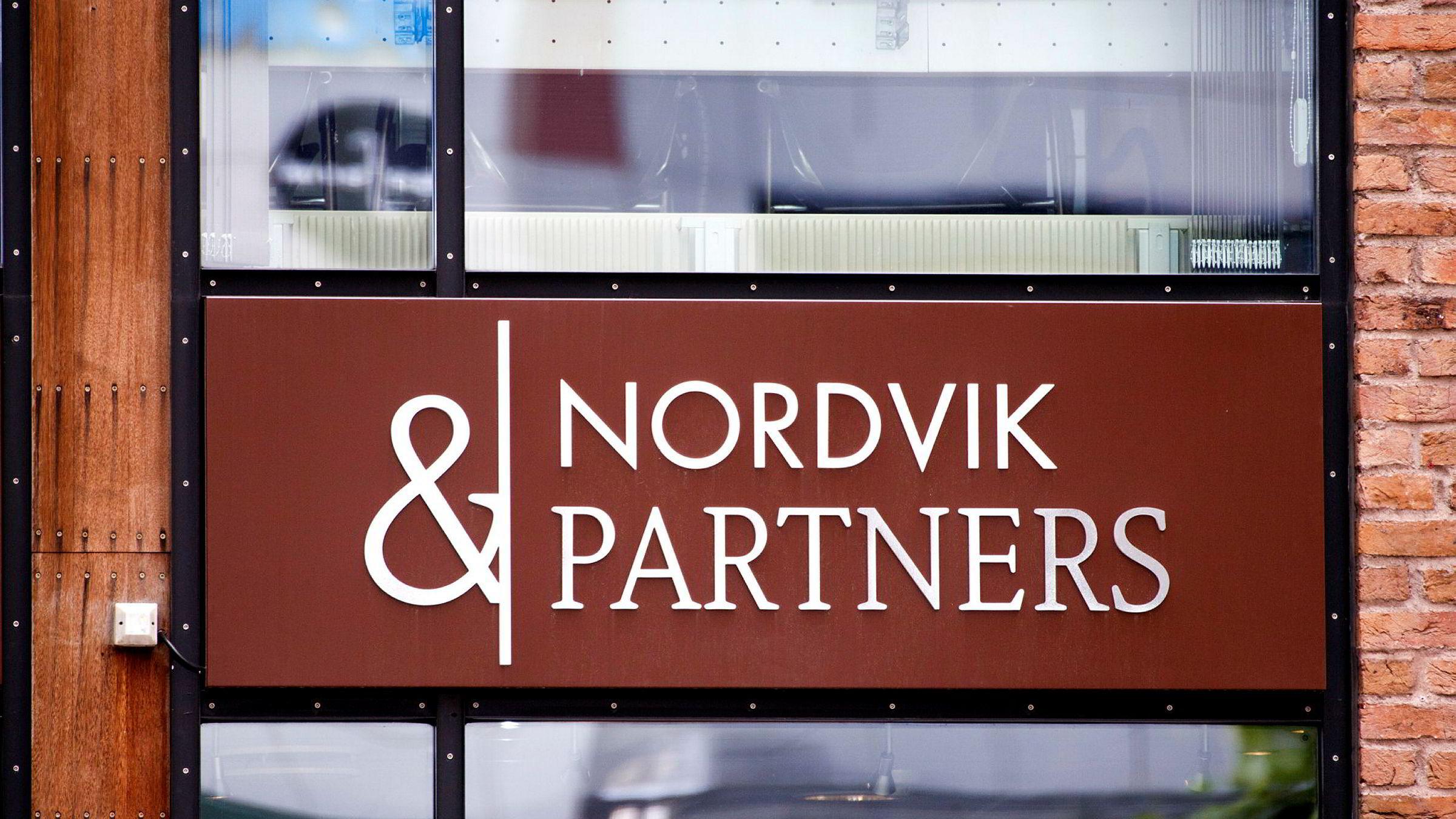 Et ektepar krever fem millioner kroner fra eiendomsmeglerkjeden Nordvik & Partners og to av meglerne i selskapet.