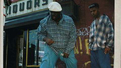 Store sko. Arbeidsskoens kultstatus ble for alvor sementert da New York-rappere som Notorious B.I.G. og Jay-Z begynte å bruke dem på 1990-tallet. Her spiller Biggie terning i New York i 1994.